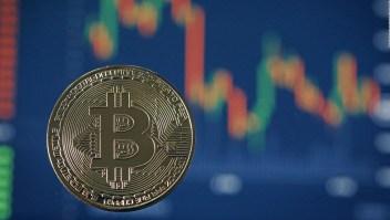 El precio de Bitcoin cae al nivel más bajo en seis meses