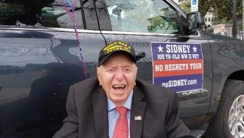 Veterano de 100 años de edad recorre EE.UU.