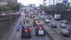 Miles de tractores en las calles de París y Berlín