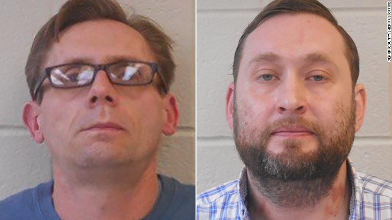 Terry David Bateman, de 45 años, y Bradley Allen Rowland, de 40, son profesores asociados de química en la Universidad Estatal de Henderson en Arkadelphia, Arkansas.