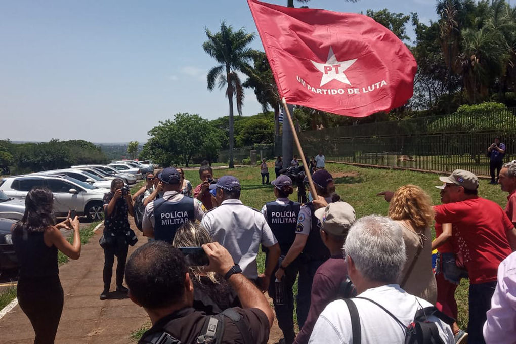 Pro-Guaido and Maduro supporters argue in front of the Venezuelan embassy in Brasilia, Brazil, on November 13, 2019, while loyalists to Venezuelan opposition leader Juan Guaido and President Nicolas Maduro faced off inside the country's embassy. - Embassy officials opened the doors to Guaido's appointed ambassador Teresa Belandria after recognizing the opposition leader as president, the envoy said in a statement. (Photo by JORDI MIRO / AFP) (Photo by JORDI MIRO/AFP via Getty Images)