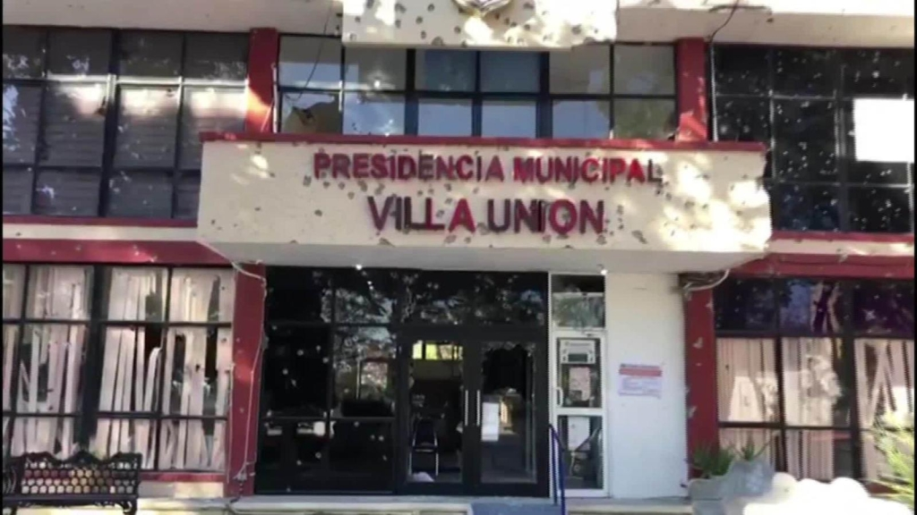 Atemorizados residentes de Villa Unión intentan recuperarse