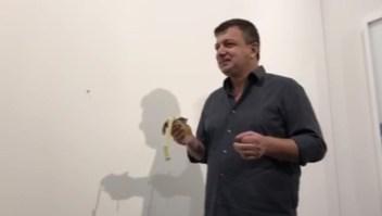 """Ultima mirada: ¿Quién se comió el plátano de la obra """"El Comediante""""?"""