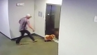 Salva a un perro luego que su correa se atorara en el elevador
