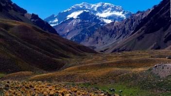 Una cholitas escaladora cuenta cómo subieron el Aconcagua