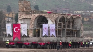 Reubican histórica mezquita en Turquía