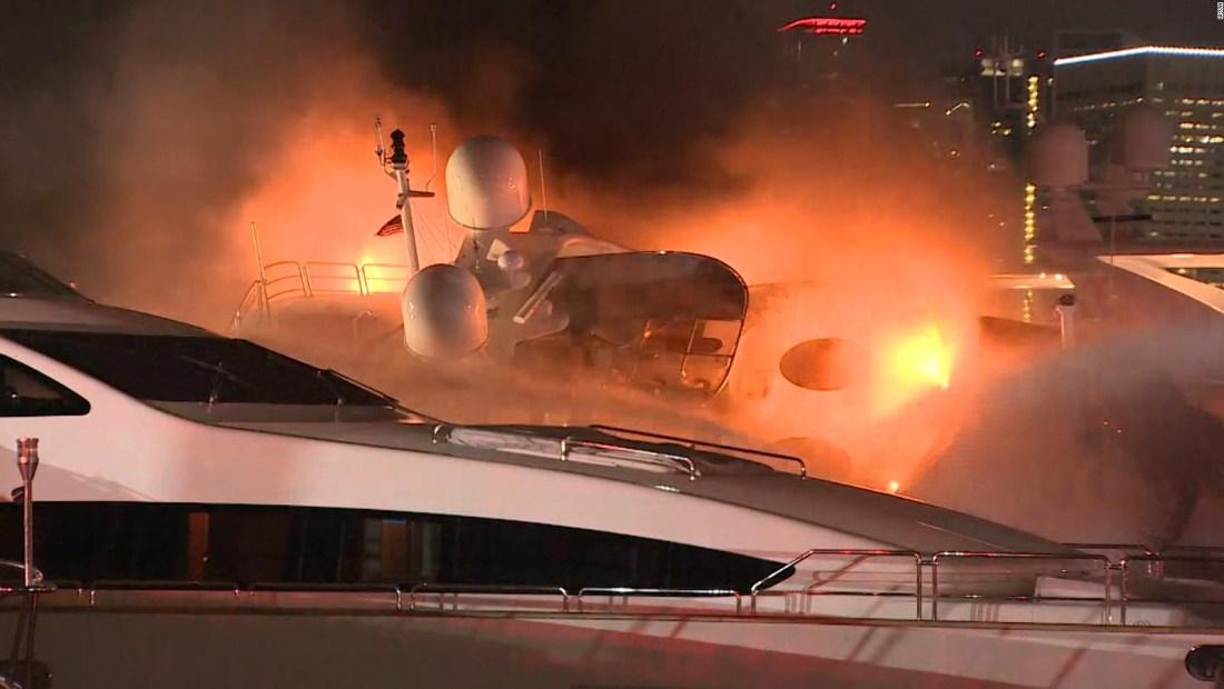 Marc Anthony pierde su yate en voraz incendio