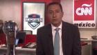 Salvador Aguilera nos muestra el trofeo que disputarán el América y el Monterrey