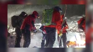 Hombre sobrevive tras pasar 5 horas bajo la nieve