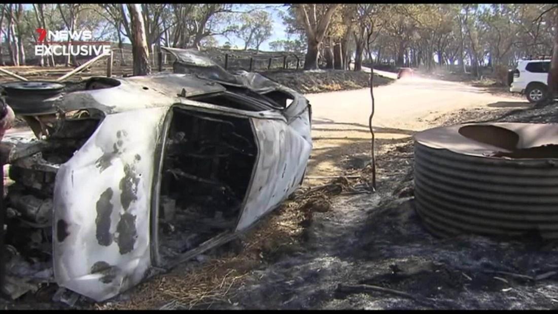 Mujer escapa de un incendio en Adelaida, Australia