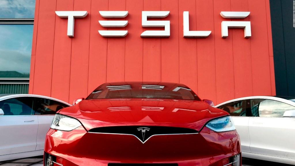 Las acciones de Tesla caen bruscamente
