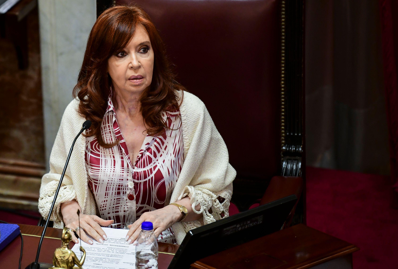 Cristina Fernández de Kirchner vuelve a ser (temporalmente) presidenta de  Argentina: ¿qué puede hacer? | CNN