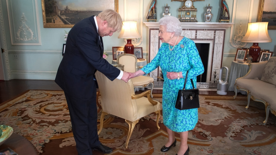 Reina Isabel Boris Johnson