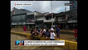 Fuertes inundaciones golpean la ciudad de Jakarta