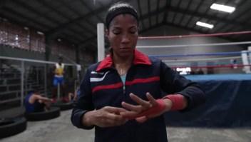 La pugilista que busca hacer historia en el boxeo latinoamericano
