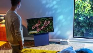 El nuevo televisor de Samsung gira para videos verticales