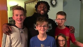 Por unos auriculares conocieron a una estrella de la NFL