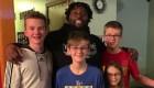 Conocen a estrella de la NFL tras encontrar sus audífonos perdidos