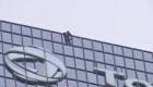 Un Hombre Araña francés corona una torre de 48 pisos