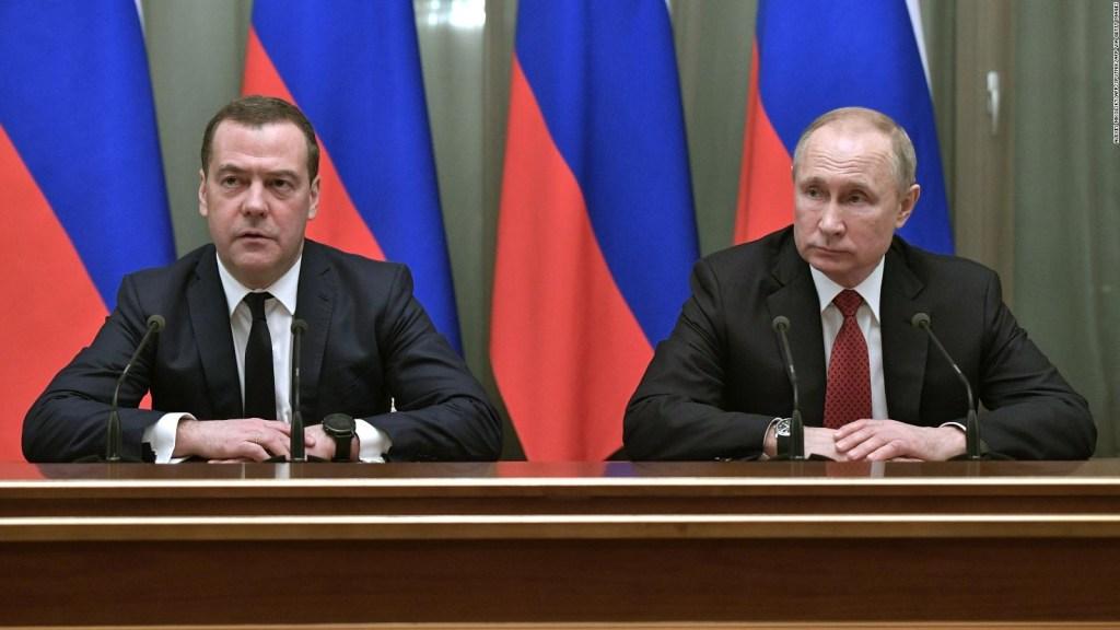 Renuncia todo el gabinete de Putin