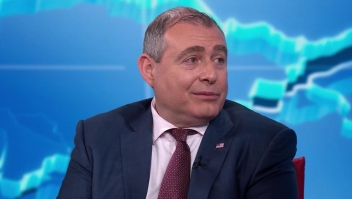 Lev Parnas entrega más materiales a los demócratas
