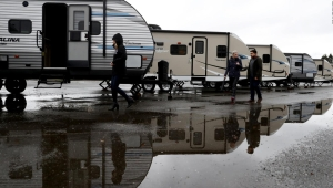 Más ayudas para indigentes en California