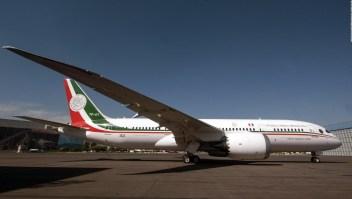 """AMLO propone """"rifar"""" el avión presidencial"""