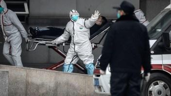 Médicos de Wuhan luchan para contener el coronavirus