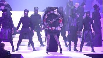 Gaultier sorprende con colección inspirada en su funeral