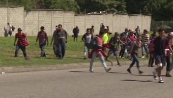 Hondureños deportados inician nuevo trayecto hacia EE.UU.