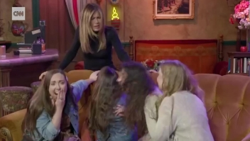 "Jennifer Aniston sorprende a fanáticos de ""Friends"""