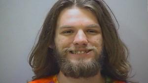 Fumó marihuana en la corte y lo arrestaron