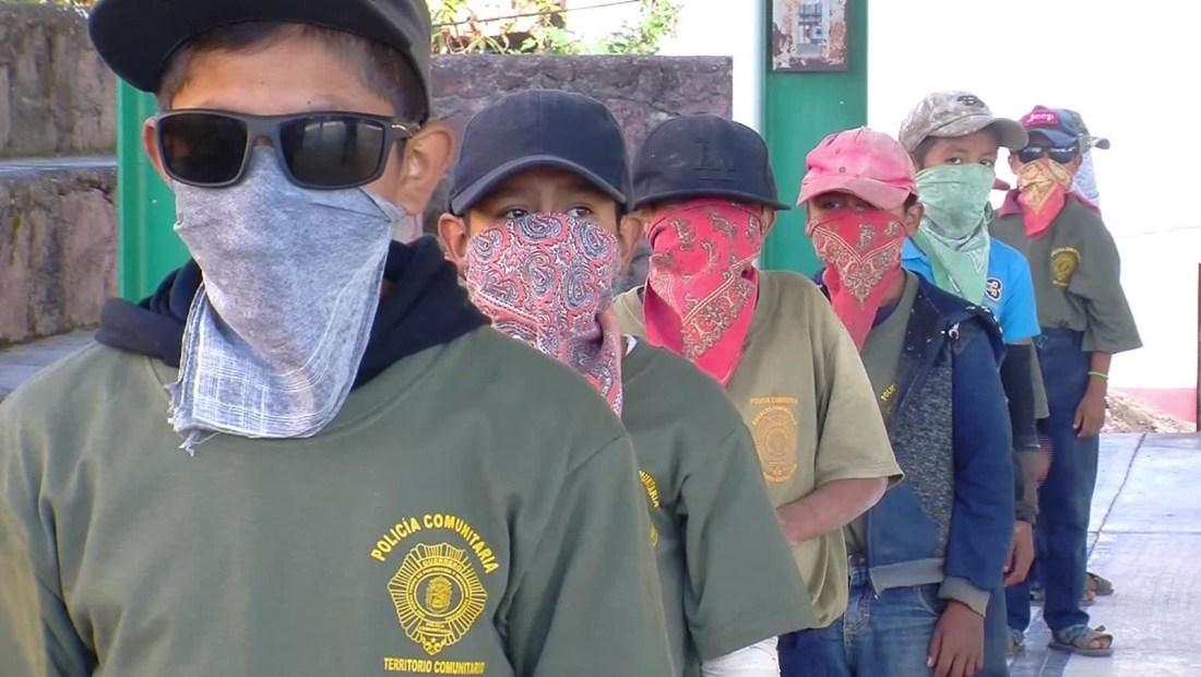 Reclutan a niños en las policías comunitarias en Guerrero