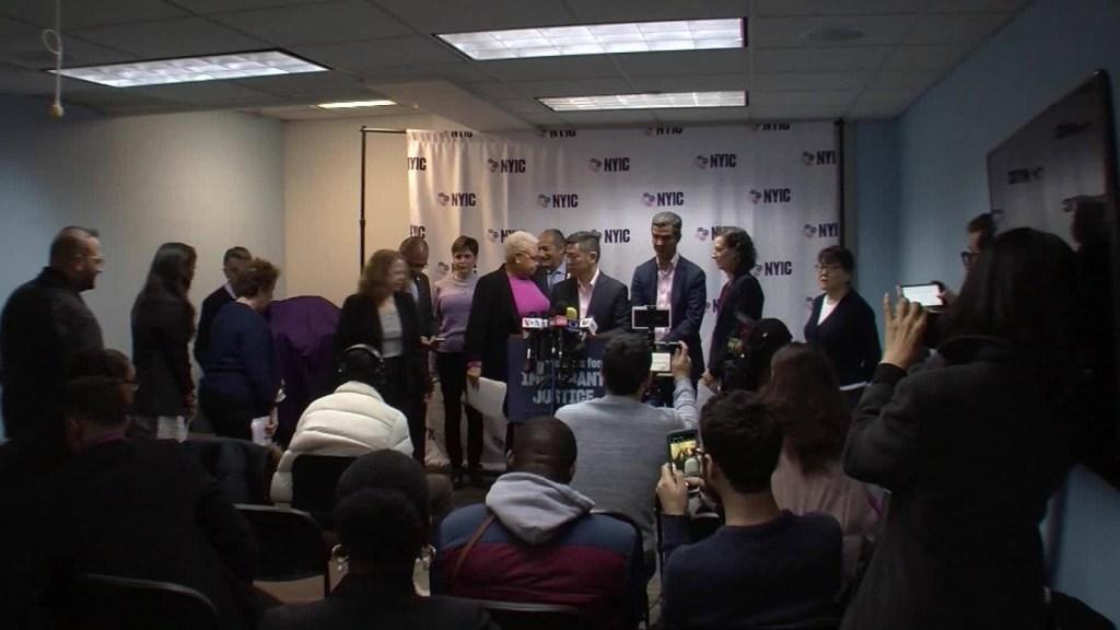 Defensores de inmigrantes repudian regla de carga pública