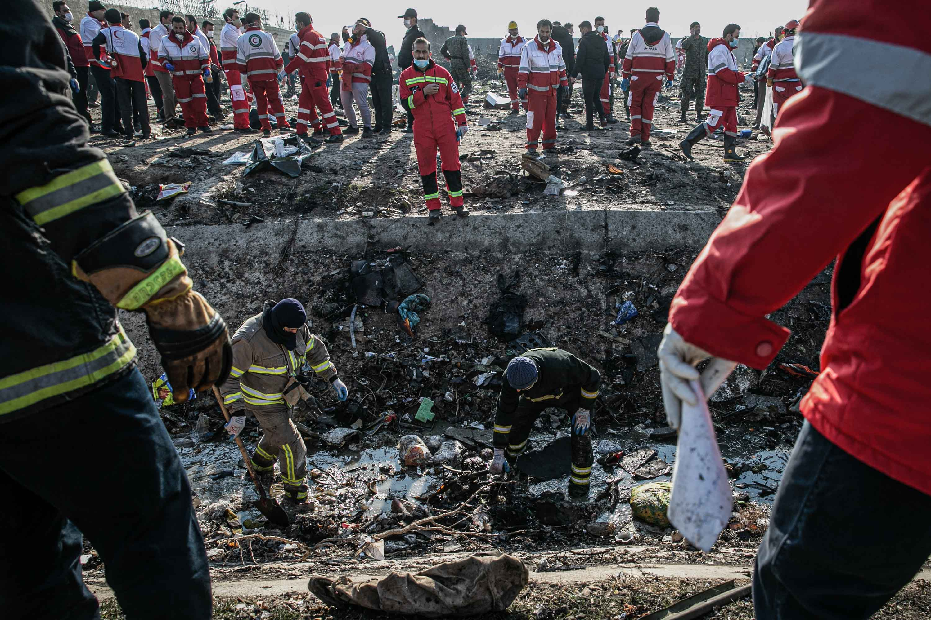 08 January 2020, Iran, Shahedshahr: Rescue workers search the scene, where a Ukrainian airplane carrying 176 people crashed on Wednesday shortly after takeoff from Tehran airport, killing all onboard. Photo: Foad Ashtari/dpa (Photo by Foad Ashtari/picture alliance via Getty Images)