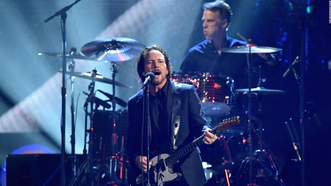 "Pearl Jam lanza video animado de ""Superblood Wolfmoon"""