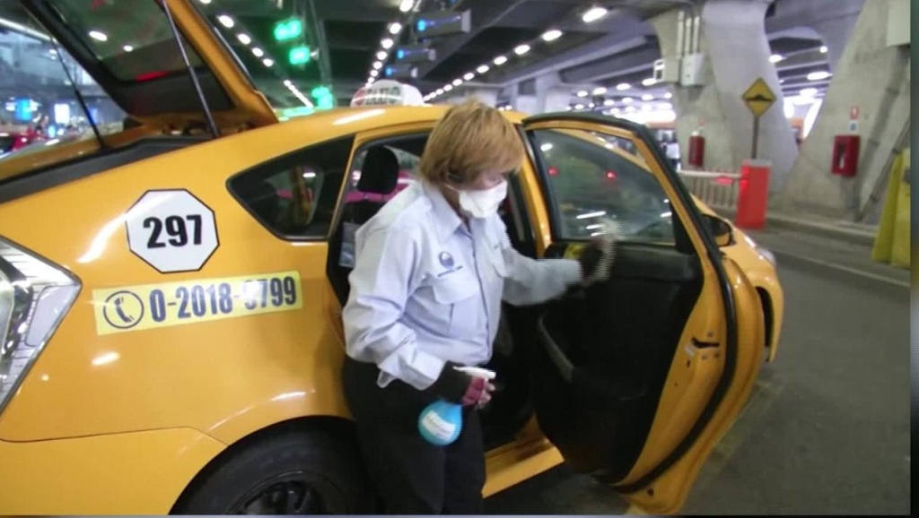 Esterilizan taxis en Tailandia por el coronavirus