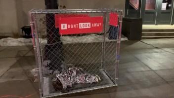 """Exponen """"niños"""" en jaulas en Iowa"""