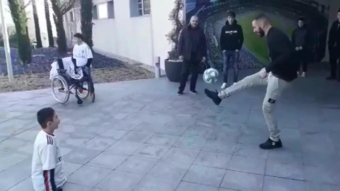 El tierno momento entre Karim Benzema y un niño sin piernas