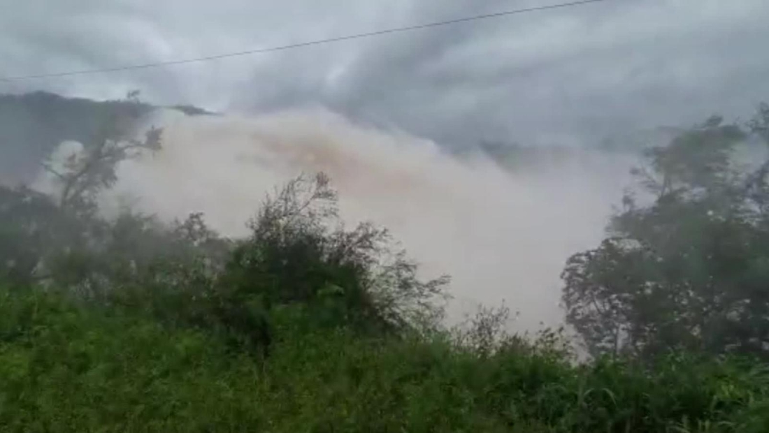 Impactantes imágenes de apertura de un dique en Tucumán