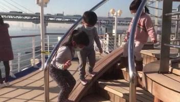 Atrapados con niños dentro de un crucero con coronavirus
