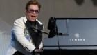 Diagnostican a Elton John con neumonía durante una gira