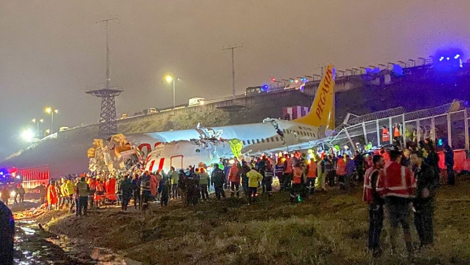 A picture shows the crash site of a Pegasus Airlines Boeing 737 airplane, after it skidded off the runway upon landing at Sabiha Gokcen airport in Istanbul on February 5, 2020. - The plane carrying 171 passengers from the Aegean port city of Izmir split into three after landing in rough weather. Officials said no-one had lost their lives in the accident, but dozens of people were injured. (Photo by DHA / Demiroren News Agency (DHA) / AFP) (Photo by DHA/Demiroren News Agency (DHA)/AFP via Getty Images)