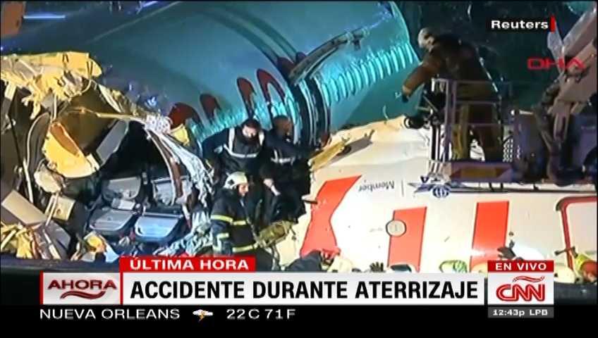 Avión en Turquía se parte a la mitad