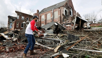 Vientos de tornados superan 280 km/h en Tennessee