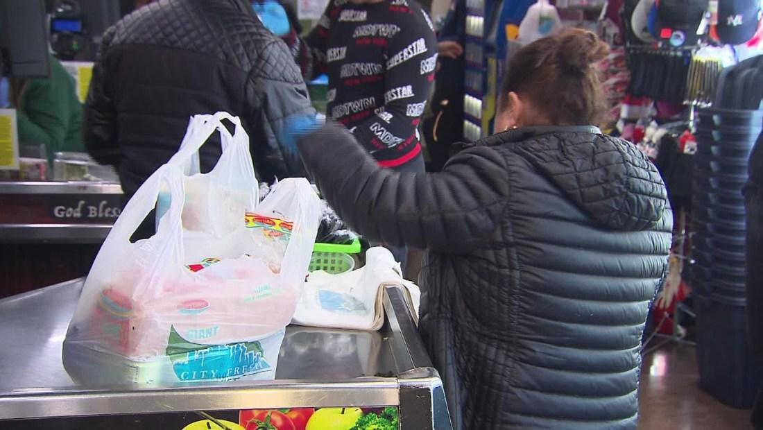 Prohíben bolsas plásticas en Nueva York