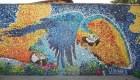 Crean en Caracas un mural solo con materiales reciclados