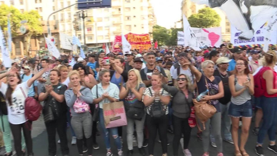 Marchan contra y por la intervención a la justicia de Jujuy