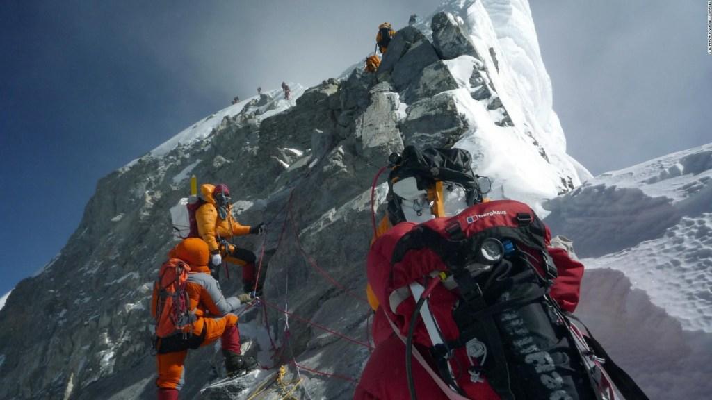 La amenaza del coronavirus cierra expediciones al Everest