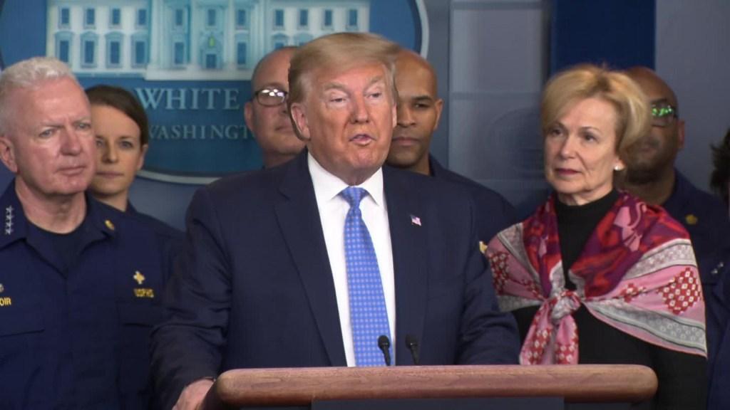 Trump: Me hace feliz la reducción de las tasas a cero